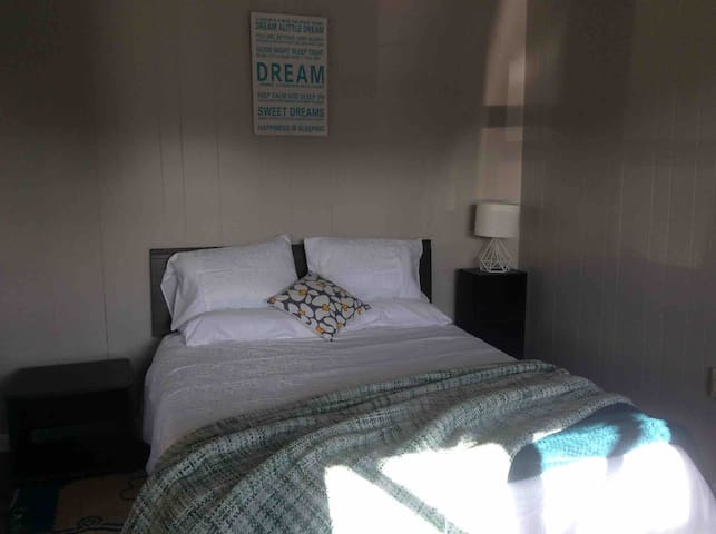 Kotuku Cottage in CBD 2 minutes to Ferry and shop