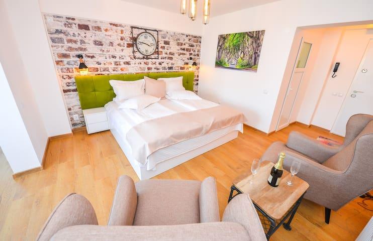 Elegance Studio-Cismigiu Garden-Twin or Double Bed