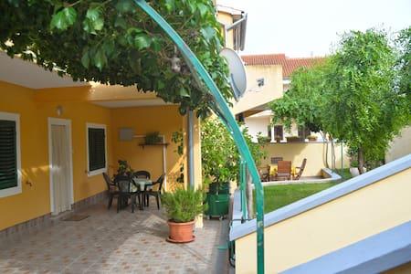 Apartments Branka-One Bedroom with Terrace(Yellow) - Murter