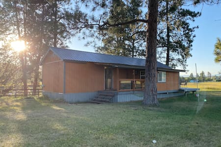 Entire Guest Cabin on Whispering Pines Ranch