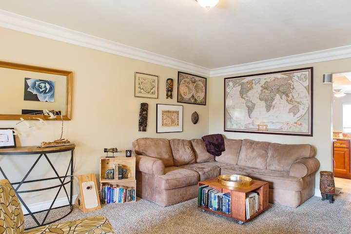 Cozy Guest Room Only Minutes from the Beach!
