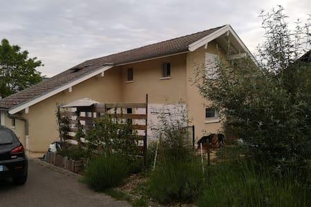Maison 4 chambres 25mn Annecy et lac du Bourget