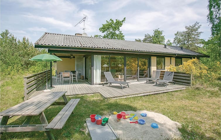 Holiday cottage with 3 bedrooms on 87m² in Aakirkeby