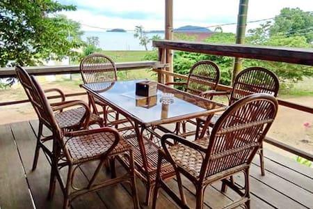 Kepmandou Lounge Bar - Krong Kaeb - Hostel