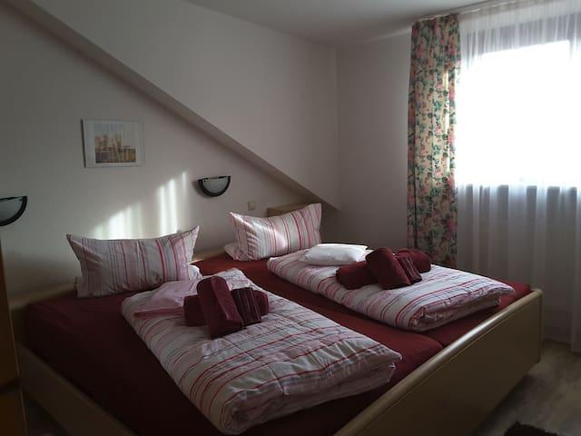 Haus Sonnenschein und Appartement am Kurpark, (Bad Krozingen), Ferienwohnung 3 mit 75 qm, 2 Schlafzimmer für maximal 4 Personen