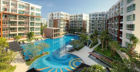 1BR Condo with Pool View 100m from Beach