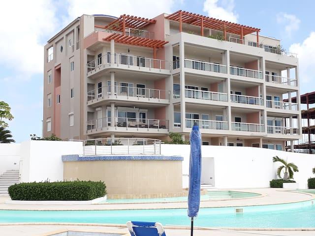 2 Bedroom Modern Tropical Retreat in St. Maarten
