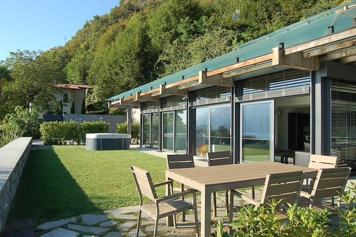Panoramic Villa with lake view - Menaggio - Huis