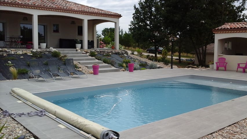 Cahors  Grande maison avec piscine