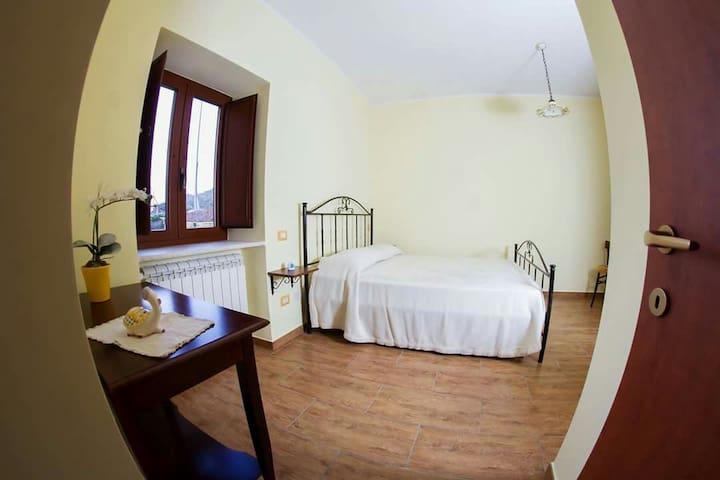 Camera privata B&B A casa di Papà - San Lorenzo Maggiore  - Bed & Breakfast