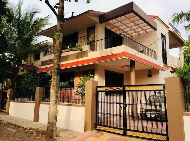 Lakshmi Hospitality  Cozy Bungalow-  A perfect cho