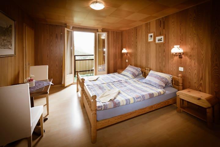 Guest House Bellevue Grächen - Grächen - Bed & Breakfast