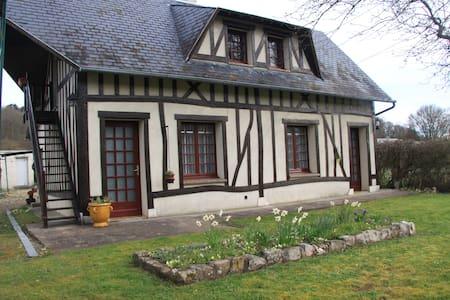 Maison normande traditionnelle - Beaumont-le-Roger - Rumah