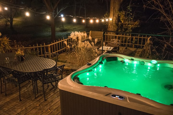 Harlow Bishop House, Best Location, hot tub, deck