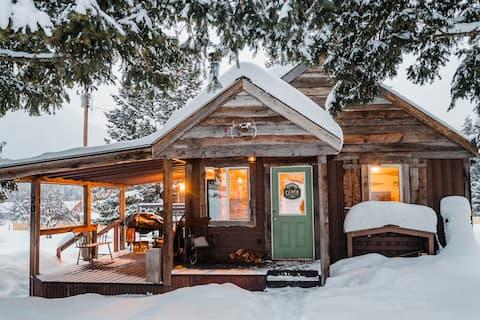 Ahern Cabin - 9 miles to Glacier National Park
