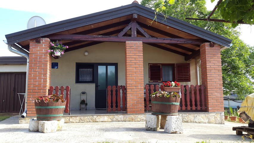 Apartment Samanta - Bužinija - House