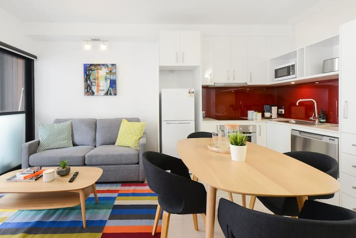 Central CBD Art-Inspired 2 BR Home