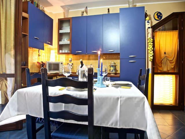 Living Room/Fully Equipped Kitchen • Salotto/Cucina Completa