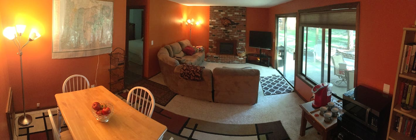 Heart of Wine Country. Private Bedroom&Living Room - Tualatin - Apartament