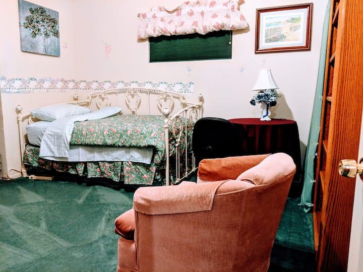 Cozy room close Torrance Airport + Redondo Beach