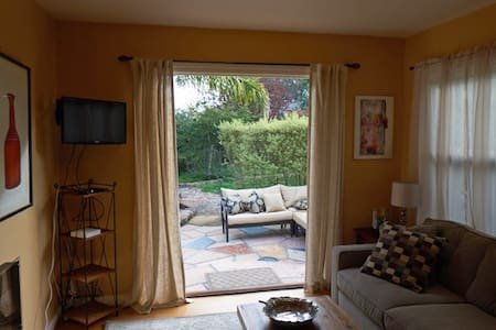 Cozy, quiet two bedroom cottage  in Petaluma - Petaluma - Hus