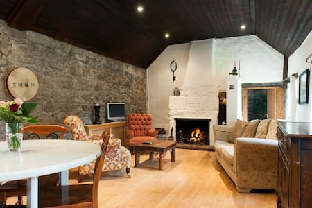 Charming Irish Cottage - Kilternan