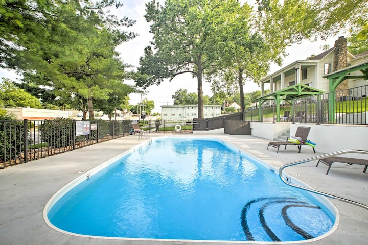 Branson Cottage w/ Pool Access ~10 Min to Downtown