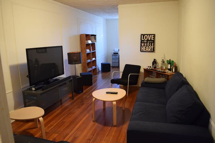Spacious room in the heart of Astoria! - Queens - Lägenhet