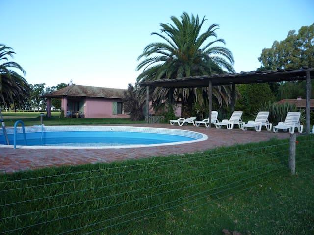 Casa de campo con piscina. Cañuelas