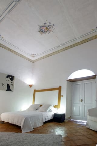The charming decoreted comfy master bedroom with frescos     *Casa Marina* #Starhost