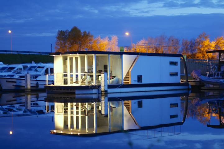 Homeboat Glamping Loft on the water - Nieuwpoort - ボート