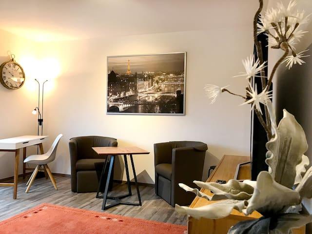 Schönes helles Apartment mit Balkon
