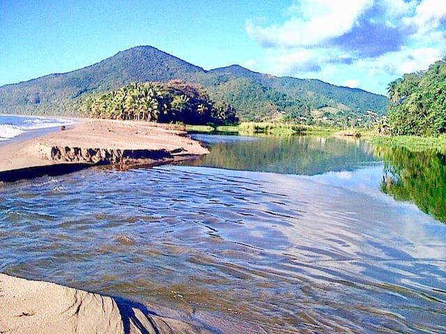 Desembocadura Del Río Maunabo en Playa los Bohios sencillamente espectacular! A 4 minutos en auto.