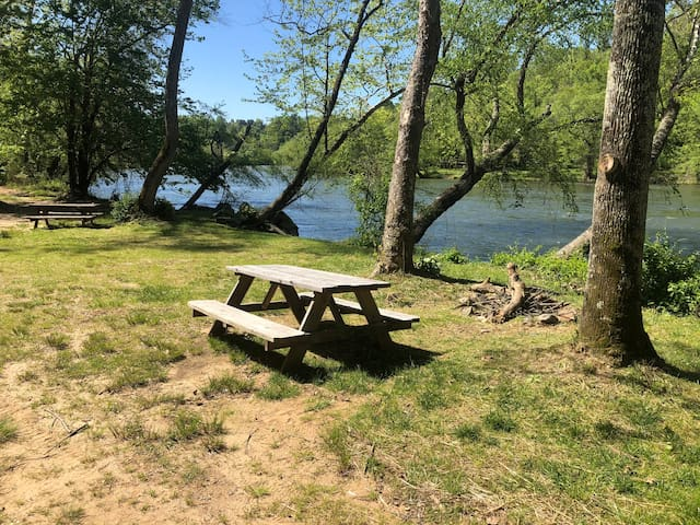 Riverside Camping - CAMP DRIFTWOOD site #9