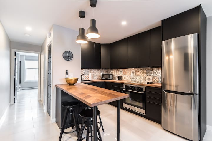 Charming modern unit in the heart of the city