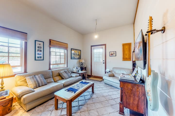 Dog-friendly home with central AC, WiFi & laundry - near beaches & town!