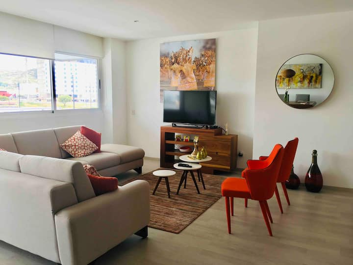 Cool and Outrageous 2BR Apt w/Pool& Gym Juriquilla