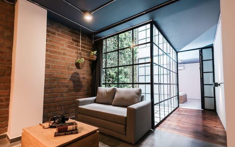 Private Apartment Lleras Park 402