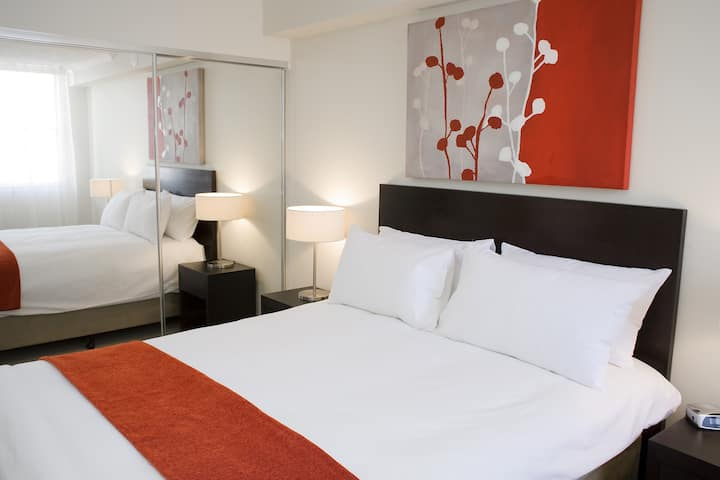 Studio- Central Plaza (Pro free cleaning)Free WiFi