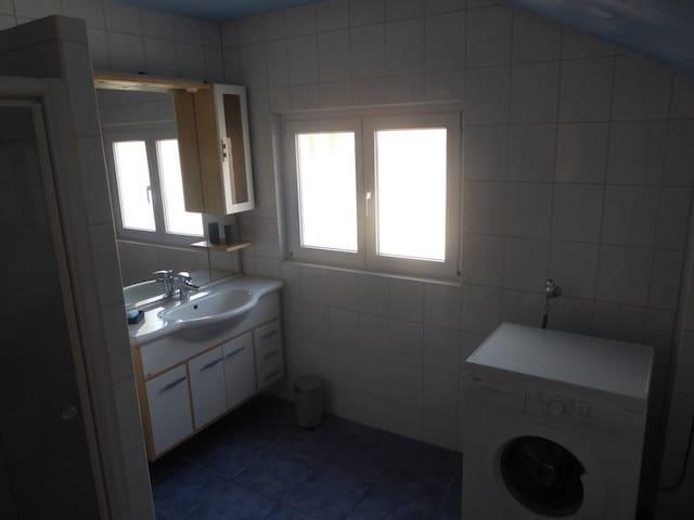 Schönes Zimmer mit 12 m2 in geräumiger Wohnung