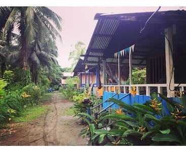 Cabaña «la Marimba» hostal donde Alex, La Barra