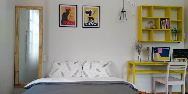 Saphir - renovated central chic studio w balcony
