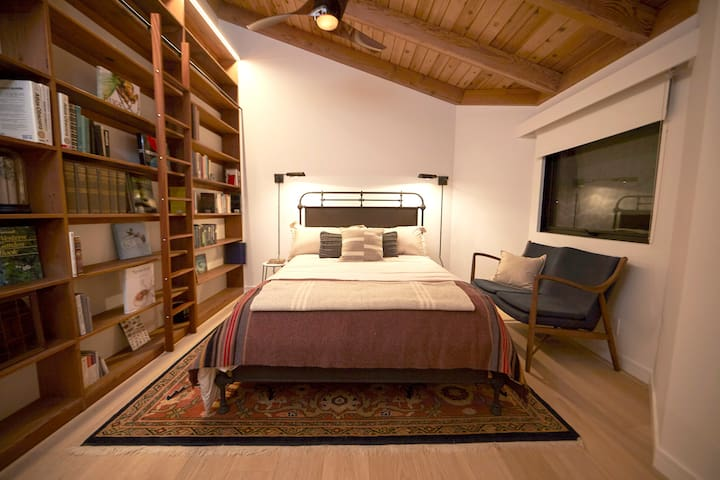 Second bedroom with queen bed - organic mattress & sheets