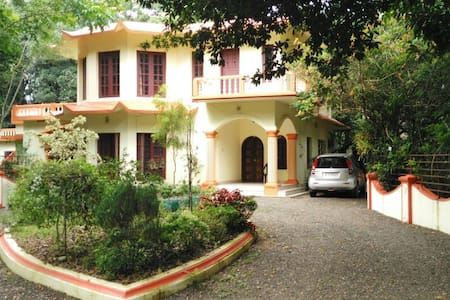 Zephyr Home Stay - Mulanthuruthy