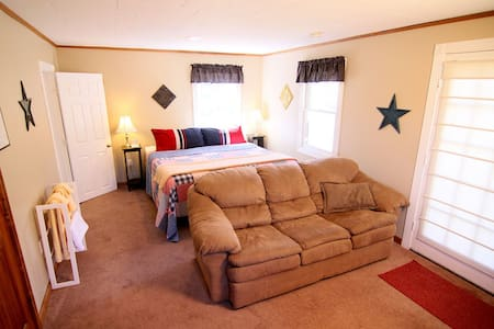 Cozy Country King Room w/Private Bath & Fireplace - Windham