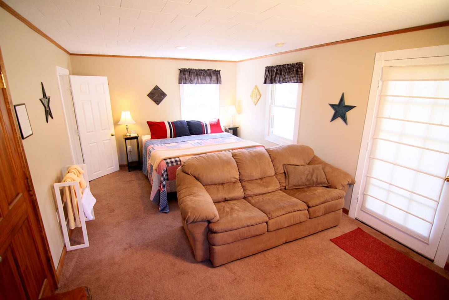 Delaware room - king bed and sofa.