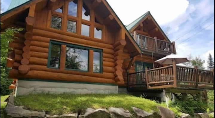 Chalet du Bois Scandinavian hand crafted log home