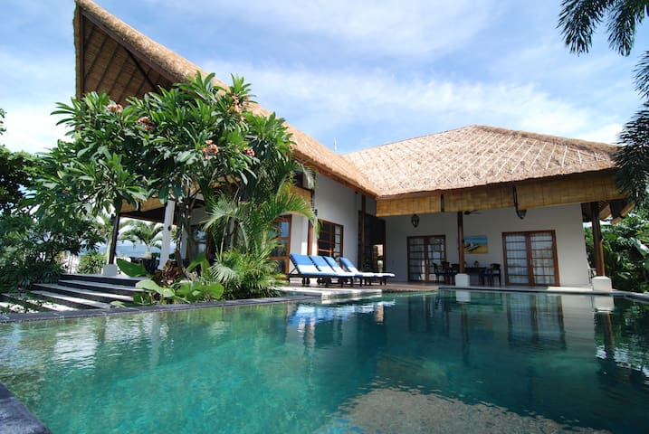 Beachfront Villa Mari Masuk A Place to Be - Seririt