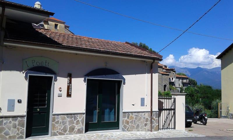 """I Poeti"" - Borgo medioevale di Mulazzo Lunigiana - Mulazzo - Aamiaismajoitus"