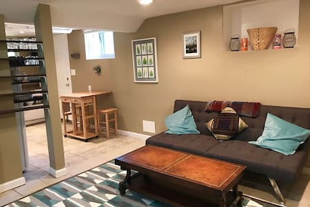 Comfortable, Affordable Studio Steps from DC - Mount Rainier - Apartemen